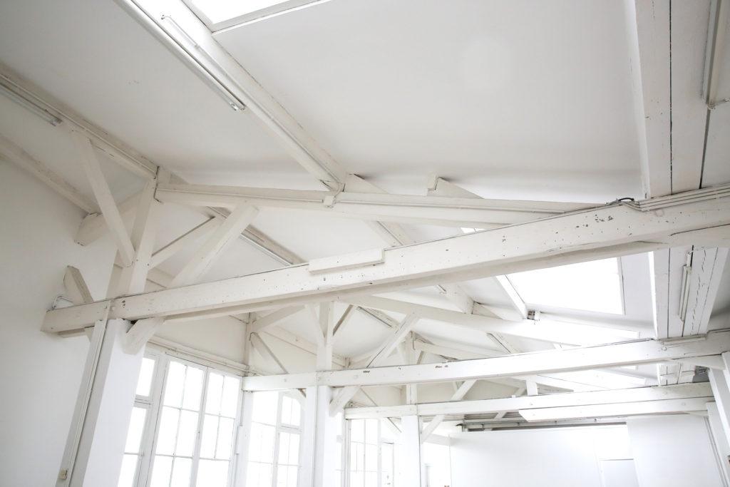 bureau partager dans open space tres lumineux bastille. Black Bedroom Furniture Sets. Home Design Ideas